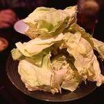 麺屋酒家 鉄風 - 山盛りキャベツ。芯まで美味い!味噌マヨにつけて。