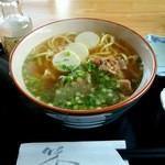 家人寿 - 料理写真:沖縄そば(650円)