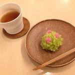 27211501 - 和菓子「藪の中のつつじ」