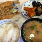 公楽食堂 - 鰯天ぷら、野菜煮物、ご飯、味噌汁で550円