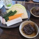 小倉山 - お通しの野菜と焼き味噌
