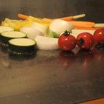 りんどう - 料理写真:カラフルな焼き野菜 めっちゃ美味しいでござる^-^ とまとがコロコロしてる~~^^