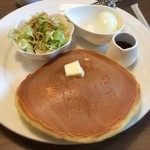羅座亜留 - 『羅座亜留 古川店』で100円モーニングを。羅座亜留のホットケーキが大きいのは知ってましたが、モーニングでもこれだけとは!これでドリンク代 100円なら頼まにゃ損ですな( ´ ▽ ` )ノ