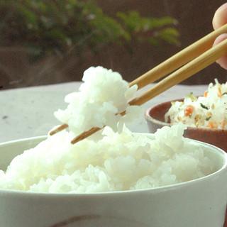 2種から選べるごはんは石川県産の黄金ブレンド。おかわり無料!