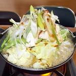 27237750 - 龍ちゃん ホルモン鍋 煮えた ?( ̄ω ̄?)?