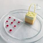 メゾン・ド・タカ - デザート(1皿目)