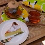 フォレストガーデン - スフレチーズケーキと紅茶