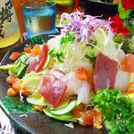 わらゆい - 旬な魚の切り身やうみぶどうの入った海鮮サラダ