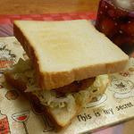 肉の池田屋 - コロッケをサンドイッチに♪