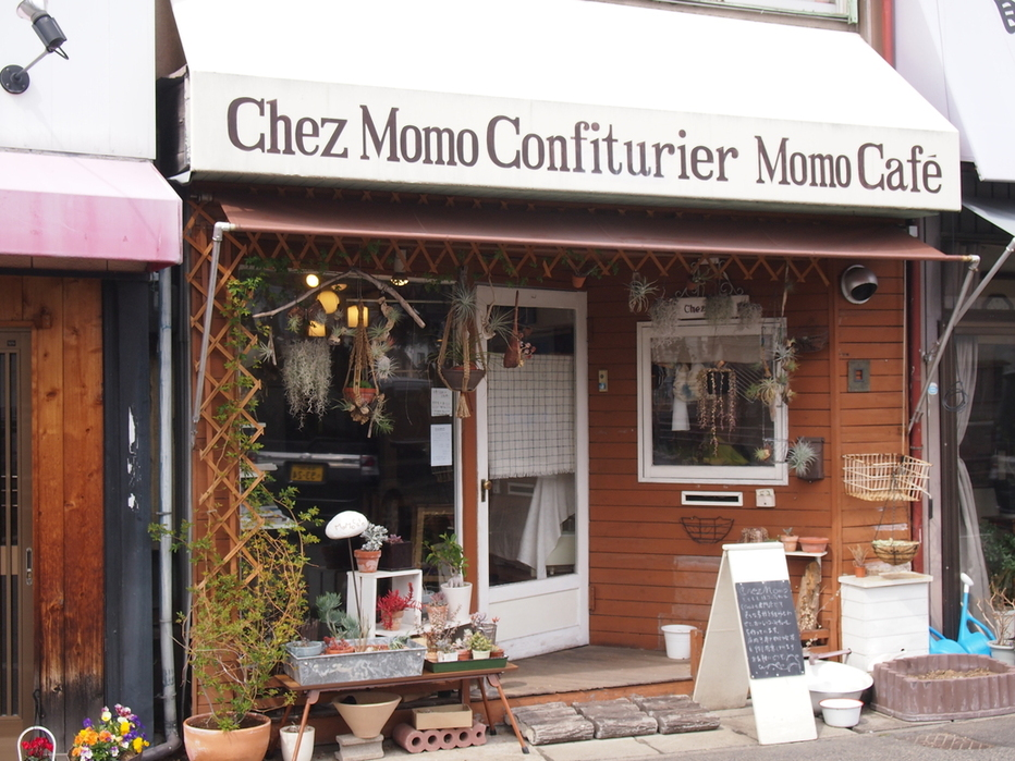 Momo Cafe name=