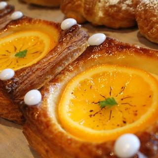デニッシュ系が充実!かわいいパンが並ぶ!