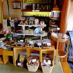 出羽屋 - ロビーの土産物販売コーナー