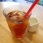 CAFE EST - アイスミルクティー