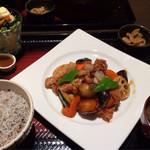 大戸屋 - 鶏肉の黒酢あん定食。