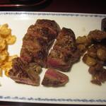 27243197 - <再訪>サーロインステーキと、焼き野菜。お肉、メッチャ固い(><)脂も、もう少しカリカリに焼いてほしいな。