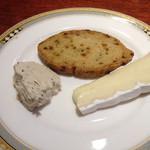 27243890 - ワイン会に参加された方がお土産で持って来られたチーズ。ウマし^ ^