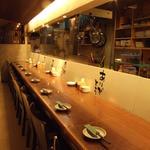 とりもん 麻生桜亭 - 当店自慢の炙り料理が目の前で見られるカウンター席!お一人様もお気軽にご利用ください!