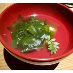 27253398 - 若竹煮・・筍は一度ボイルした後軽く炙られていました。                          これに限らずどのお料理も丁寧で手間暇かけられていますよ。                          お出汁の風味もよく美味しい品です。