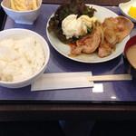 27253973 - 生姜焼き定食(800円)。
