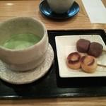 27257163 - 抹茶ミニセット。702円。