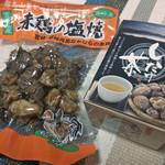 27259841 - 赤鶏の塩焼&しいたけ茶(おみやげ)