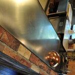サムズキッチン - オーナー手作りの鉄板焼きコーナーです