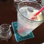 FLORE CAFE  - フレッシュレモンスカッシュ、ノンシュガーなので食事にも合います。