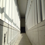 27261257 - テオムラタ、音の美術館に向かう廊下