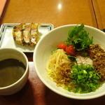 まるうま - 黒胡麻坦々麺に餃子のセット