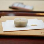 廚菓子くろぎ - 黒胡麻餡を使った和菓子
