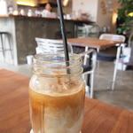 クランプコーヒーストア - カフェラテアイス。