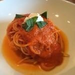 La CHIARA - トマトソースのスパゲティーニ