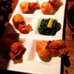 美浜 - 人気のカマンベール巾着 皮はパリパリで中のカマンベールチーズがアツアツでとろ〜り(≧∇≦)たまりません♫食べやすい一口サイズ良いです(*^^*)