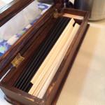 赤坂味一 - プラスチック製箸と割り箸