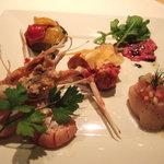 ラ ベラヴィータ - 季節の素材を使った前菜盛合わせ!まずは一皿どうぞ!