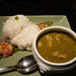 ル・ドラゴン ブルー - チキンのグリーン・カレー(タイ風)、スープ付き 800円