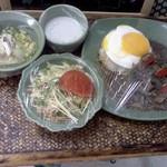 サワディー - 本日のランチ見本(実物)、「牛肉煮込みガパオ炒め」