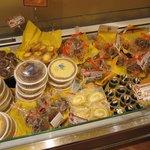 2729507 - 「なめらかクリーミープリン」はもちろん、タルトや焼き菓子もあります。