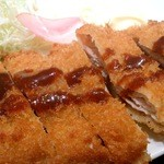 創作炭火焼 古家 - 黒豚とんかつ定食680円はミルフィーユのように重ねた豚バラ肉が印象的