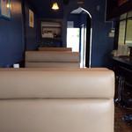 ムガルキッチン - 居心地感良いソファー席。