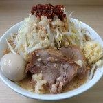 ラーメン いつき - ラーメン650円・味付玉子100円・野菜・にんにく・脂・辛め(食べるラー油)