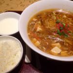 謝朋殿 - ランチ/本日の麺セット 1000円 酸辛湯麺、ご飯、杏仁豆腐