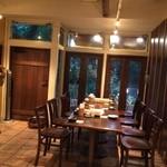 家庭料理 ひまわり - テーブル席はこのあとすぐに予約でいっぱいになりました