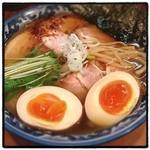 めん処 樹 - 特製醤油らあ麺。 鶏と魚介のスープに縮れ麺。 チャーシューも美味い。 とても完成度の高いラーメン。愛を感じる。 また来よう。