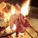 柳家 - 囲炉裏でおいしそうに焼かれる猪