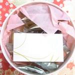 アンリ・シャルパンティエ - 中にもピンクの薄紙とカードが☆♪