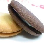 アンリ・シャルパンティエ - クレーム・ビスキュイ ラングドシャでラムレーズン入りバタークリームをサンド☆♪