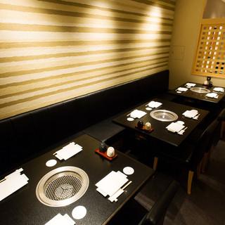接待や大事な会食に重宝する個室完備