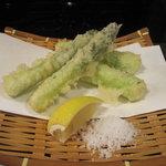 酒・肴 おまた - アスパラ天ぷら