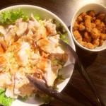隠れ家 - 鳥軟骨の唐揚げと豚しゃぶ温玉サラダ